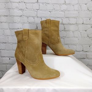 B. Makowsky tan suede heeled boots